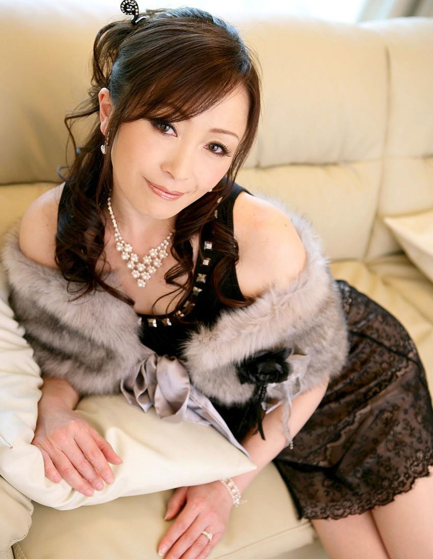 【美熟女エロ画像】金払ってでも抱きたい!妖艶な魅力の美熟女! 25