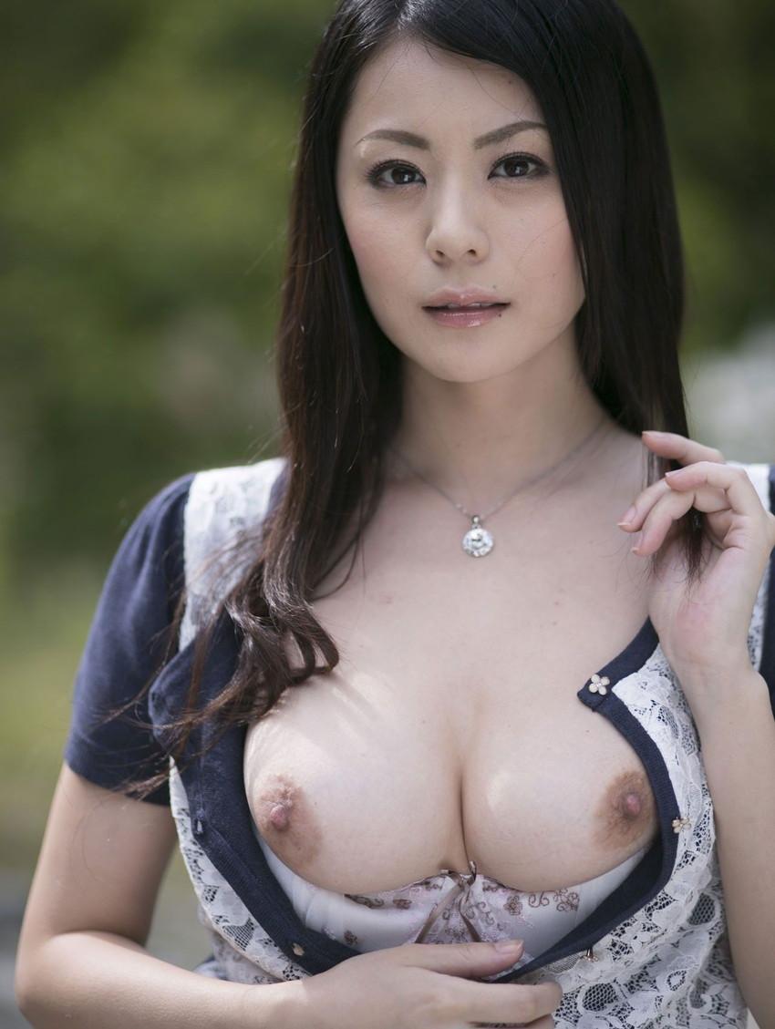 【美熟女エロ画像】金払ってでも抱きたい!妖艶な魅力の美熟女! 34