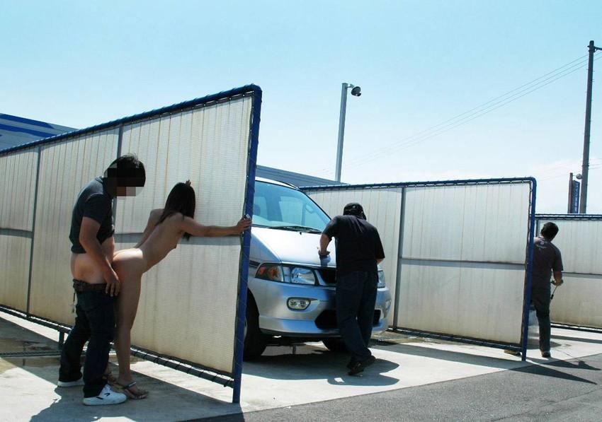 【青姦エロ画像】すっかり暖かくなった今の時期にピッタリの開放的な青姦画像 27