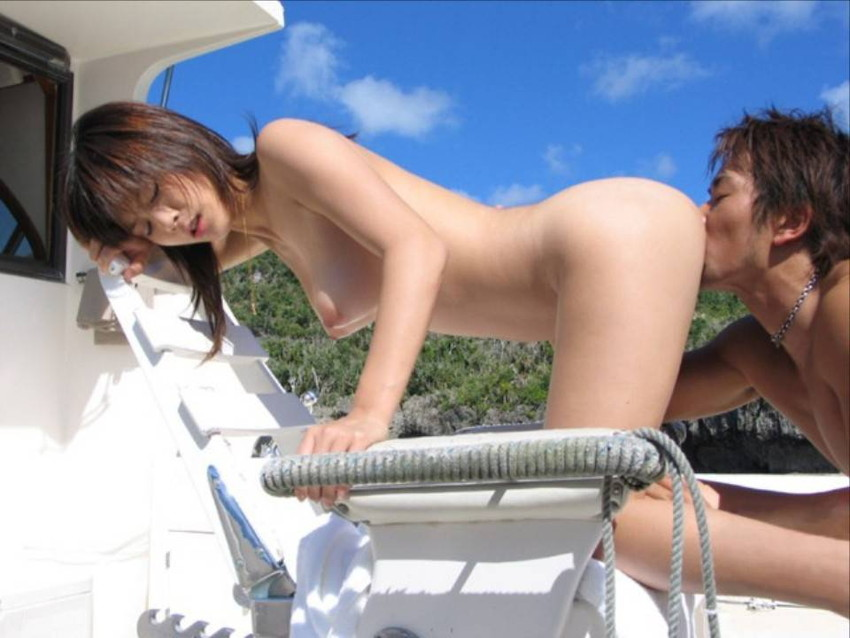 【青姦エロ画像】すっかり暖かくなった今の時期にピッタリの開放的な青姦画像 36