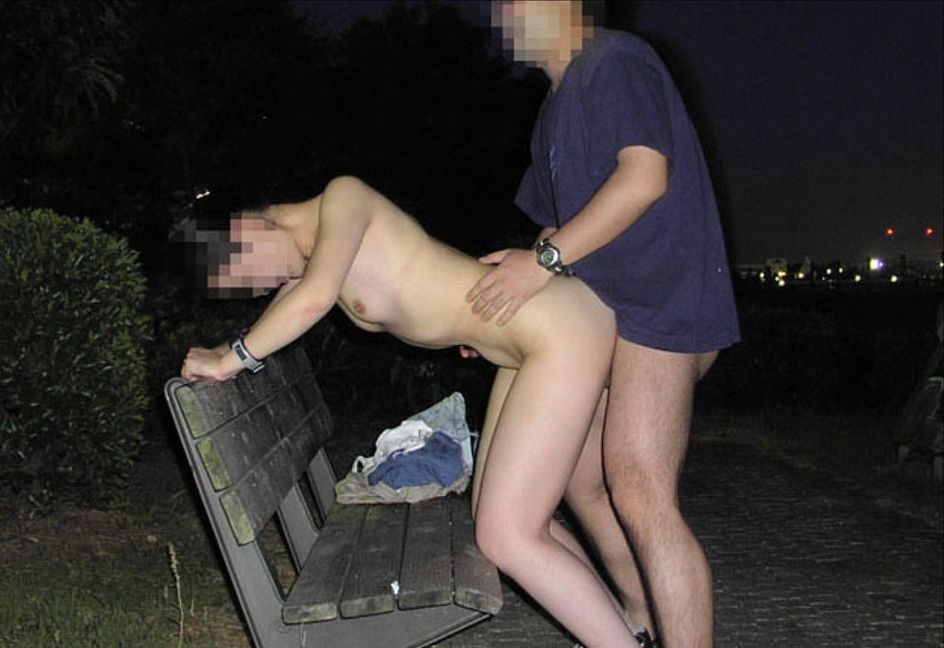 【青姦エロ画像】すっかり暖かくなった今の時期にピッタリの開放的な青姦画像 47