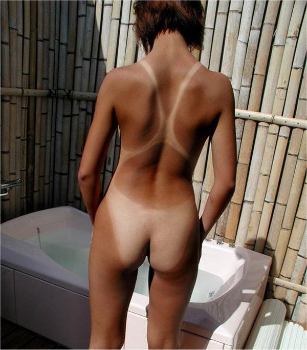 【日焼け跡エロ画像】白と黒のコントラストが妙に卑猥な雰囲気を醸し出す! 42