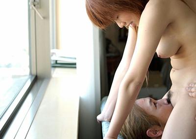 【顔面騎乗エロ画像】顔面にオマンコ押し付けられて興奮するっていうあのプレイ!w