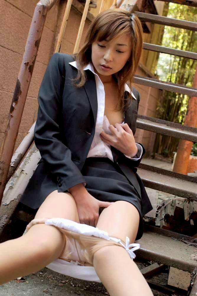 【オナニーエロ画像】女性のオナニーにはホルモンが分泌されて美肌効果があるらしい! 23