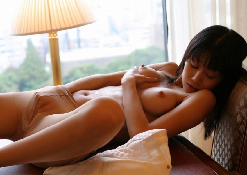 【オナニーエロ画像】女性のオナニーにはホルモンが分泌されて美肌効果があるらしい! 32