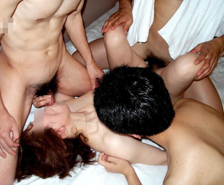 【乱交エロ画像】男女複数人が入り乱れてのセックスパーティ!乱れすぎだろ!w 03