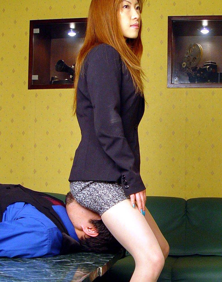 【顔面騎乗エロ画像】男の顔の上に股間を押し付けるっていう卑猥なアレww 21