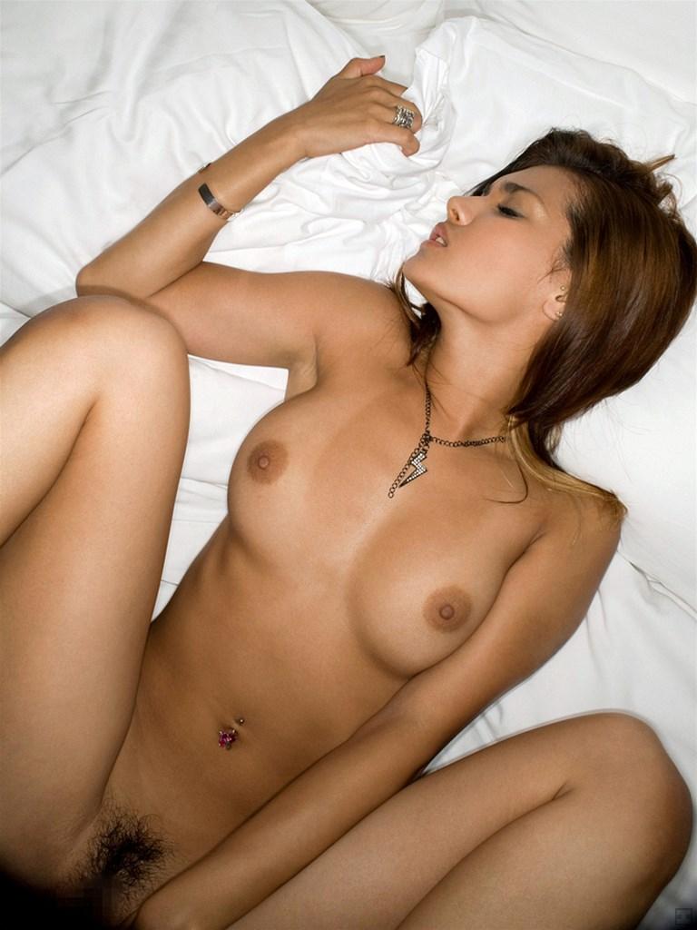 【正常位エロ画像】セックスの代表的な体位と言ったらコレ!正常位でハメまくりww 31