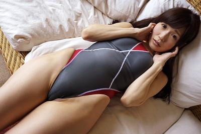 【競泳水着エロ画像】これが競泳水着か!?なんだ全裸よりエロいじゃないか!?w 42