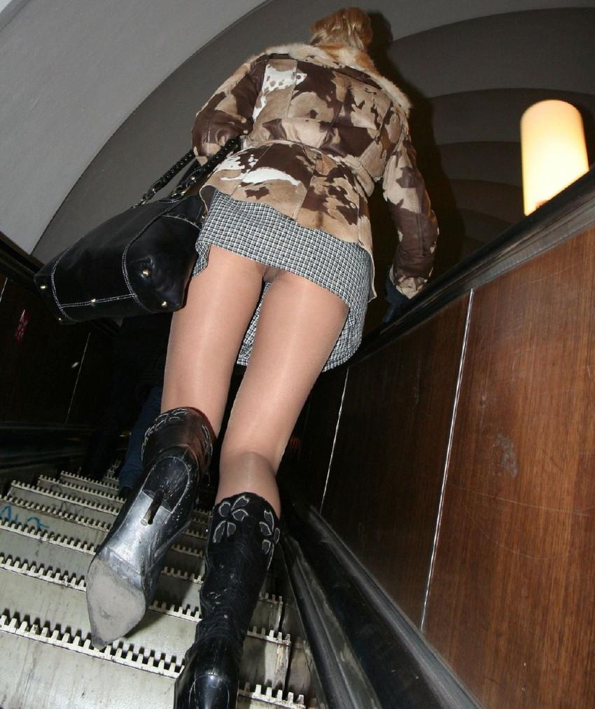 【階段パンチラエロ画像】ミニスカで階段を上る女の子は警戒心が無いのか!?w 05