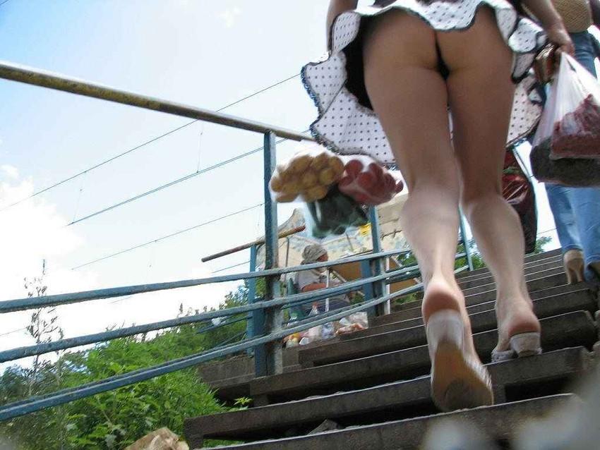 【階段パンチラエロ画像】ミニスカで階段を上る女の子は警戒心が無いのか!?w 11