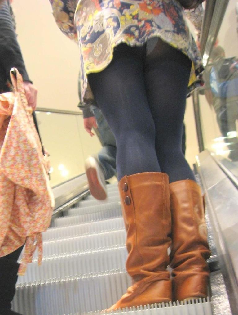 【階段パンチラエロ画像】ミニスカで階段を上る女の子は警戒心が無いのか!?w 30