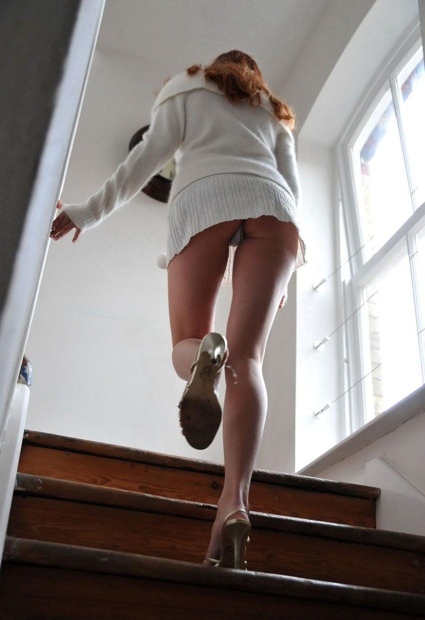 【階段パンチラエロ画像】ミニスカで階段を上る女の子は警戒心が無いのか!?w 38