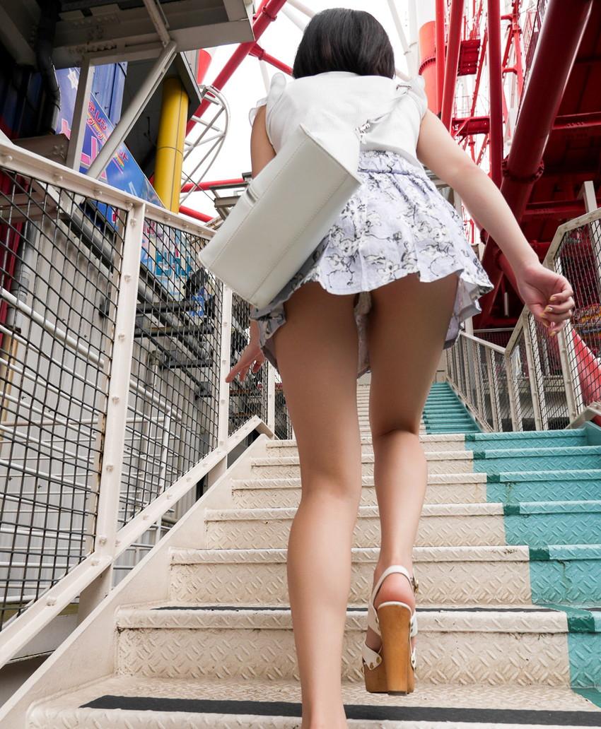 【階段パンチラエロ画像】ミニスカで階段を上る女の子は警戒心が無いのか!?w 40