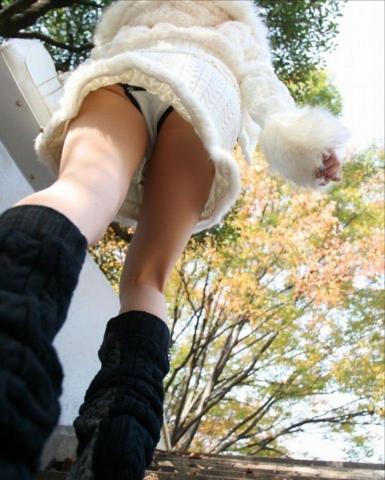 【階段パンチラエロ画像】ミニスカで階段を上る女の子は警戒心が無いのか!?w 42