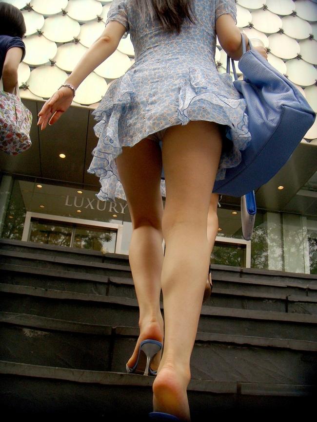 【階段パンチラエロ画像】ミニスカで階段を上る女の子は警戒心が無いのか!?w 50
