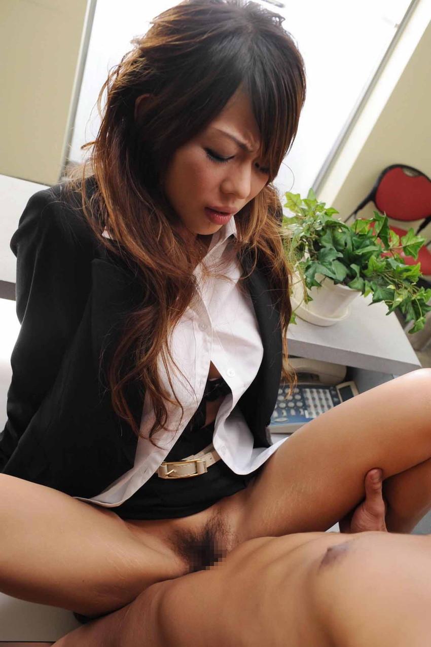 【着衣セックスエロ画像】まるでレイプしている様な錯覚!乱れた着衣が堪らん着衣セックス! 25