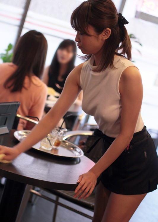 【胸ポチエロ画像】ノーブラって素晴らしい!着衣に浮き出した胸ポチ!w 04