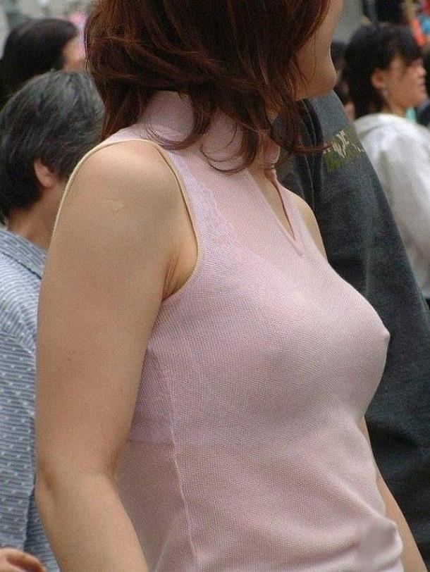 【胸ポチエロ画像】ノーブラって素晴らしい!着衣に浮き出した胸ポチ!w 37