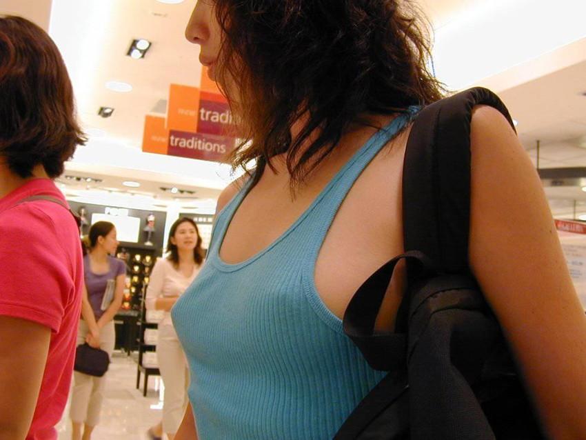 【胸ポチエロ画像】ノーブラって素晴らしい!着衣に浮き出した胸ポチ!w 39