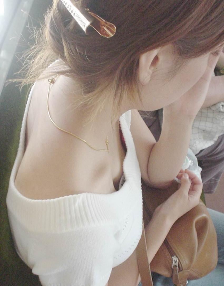 【素人胸チラエロ画像】素人の胸元を上から覗いたらこんな画像が撮れたぞ!w 02