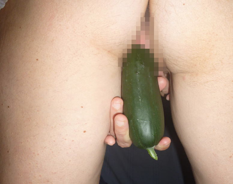 【野菜果物オナニーエロ画像】異物挿入!?これは食品オナニーだ!っていうやつw 39