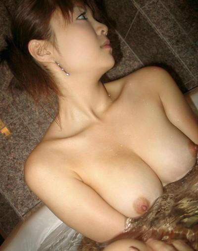 【入浴エロ画像】女の子が全裸で入浴している姿がグゥ!ヌケる!ww 10