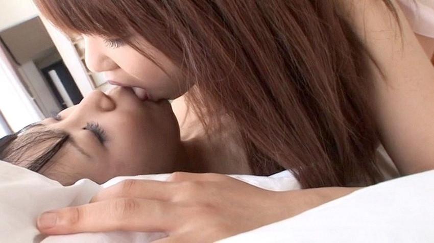 【レズビアンキスエロ画像】美しきレズビアンたちの芸術性までありそうなレズビアンキス 34
