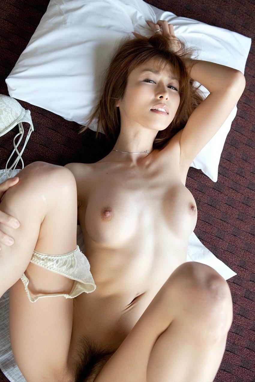 【正常位エロ画像】愛を感じたいならこの体位だろ!?正常位でセックスする男女 13
