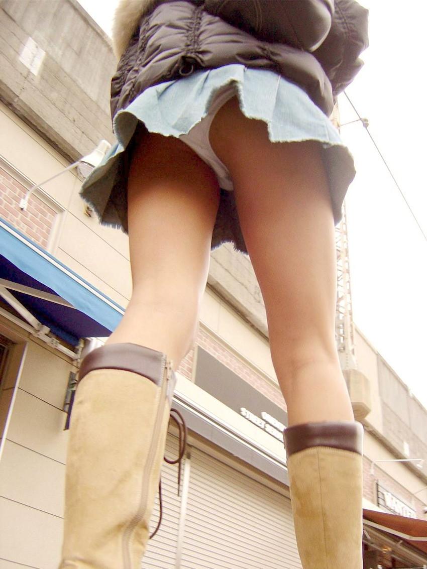 【ローアングルエロ画像】街中でのパンチラ娘たちの特集画像がコチラww 04