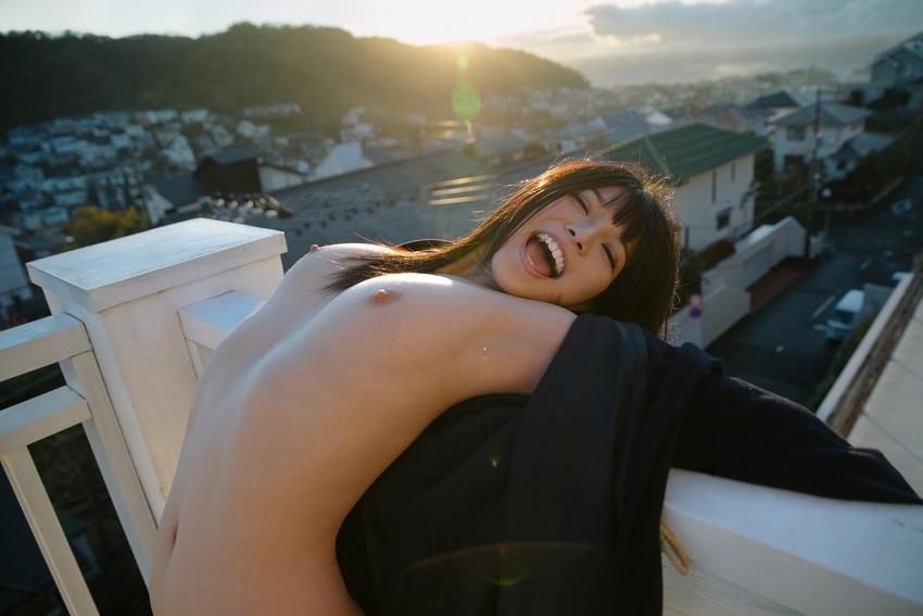 類まれなそのルックスで一気に大人気AV女優に上り詰めた上原亜衣! 45