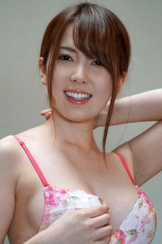 【波多野結衣エロ画像】歴代のAV女優の中でも筆頭になるほどの人気AV女優 24