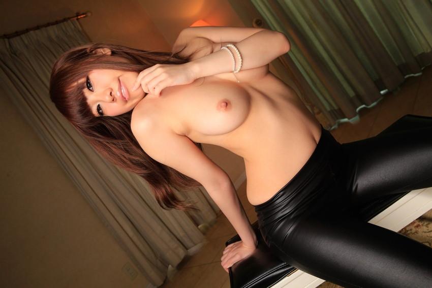 【星野千紗エロ画像】美巨乳と美しいクビレが印象的なクールフェイスのAV女優! 11
