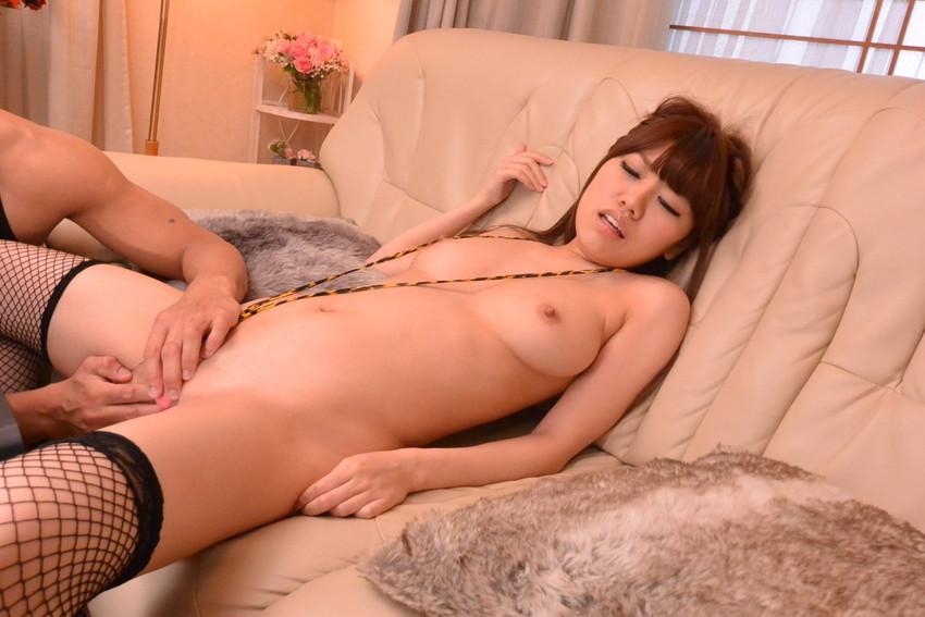 【星野千紗エロ画像】美巨乳と美しいクビレが印象的なクールフェイスのAV女優! 23