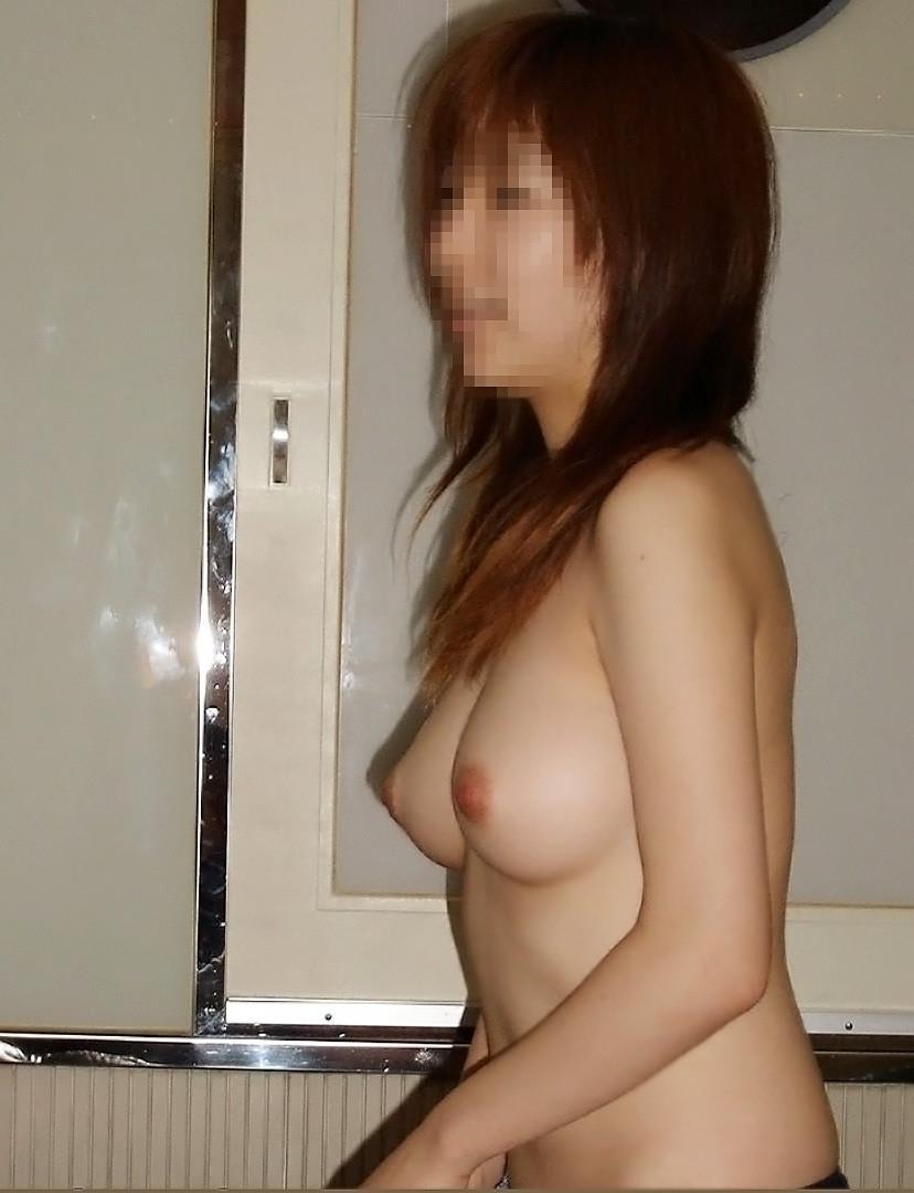 【素人おっぱいエロ画像】素人娘たちのリアルな美乳に拘って画像集めたったw 21