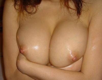 【素人おっぱいエロ画像】素人娘たちのリアルな美乳に拘って画像集めたったw 28