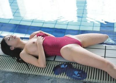 競泳水着&スク水から、お●ぱいをポロリと出す娘たち