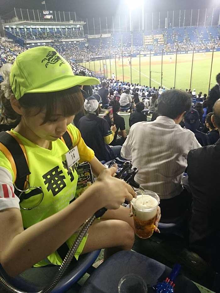 【アダルトビール売り子】ビール売り子がかわいすぎる!奇跡的にかわいいビール売り子の汗!ワキ!太もも!かわいすぎるビール売り子のセクシー画像集