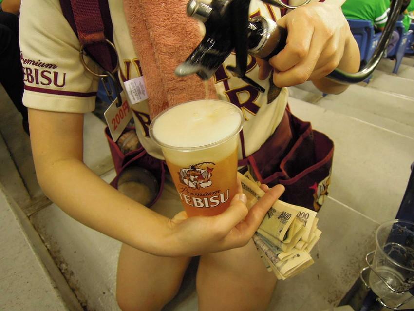 【アダルトビール売り子】ビール売り子がかわいすぎる!奇跡的にかわいいビール売り子の汗!ワキ!太もも!かわいすぎるビール売り子のセクシー画像集 16