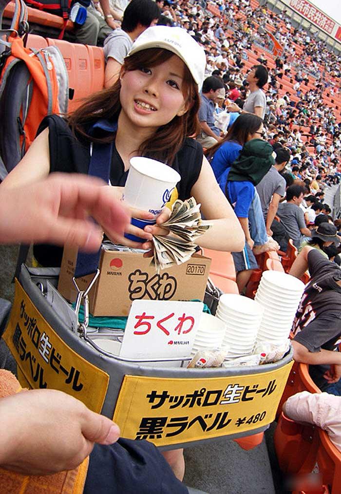 【アダルトビール売り子】ビール売り子がかわいすぎる!奇跡的にかわいいビール売り子の汗!ワキ!太もも!かわいすぎるビール売り子のセクシー画像集 35