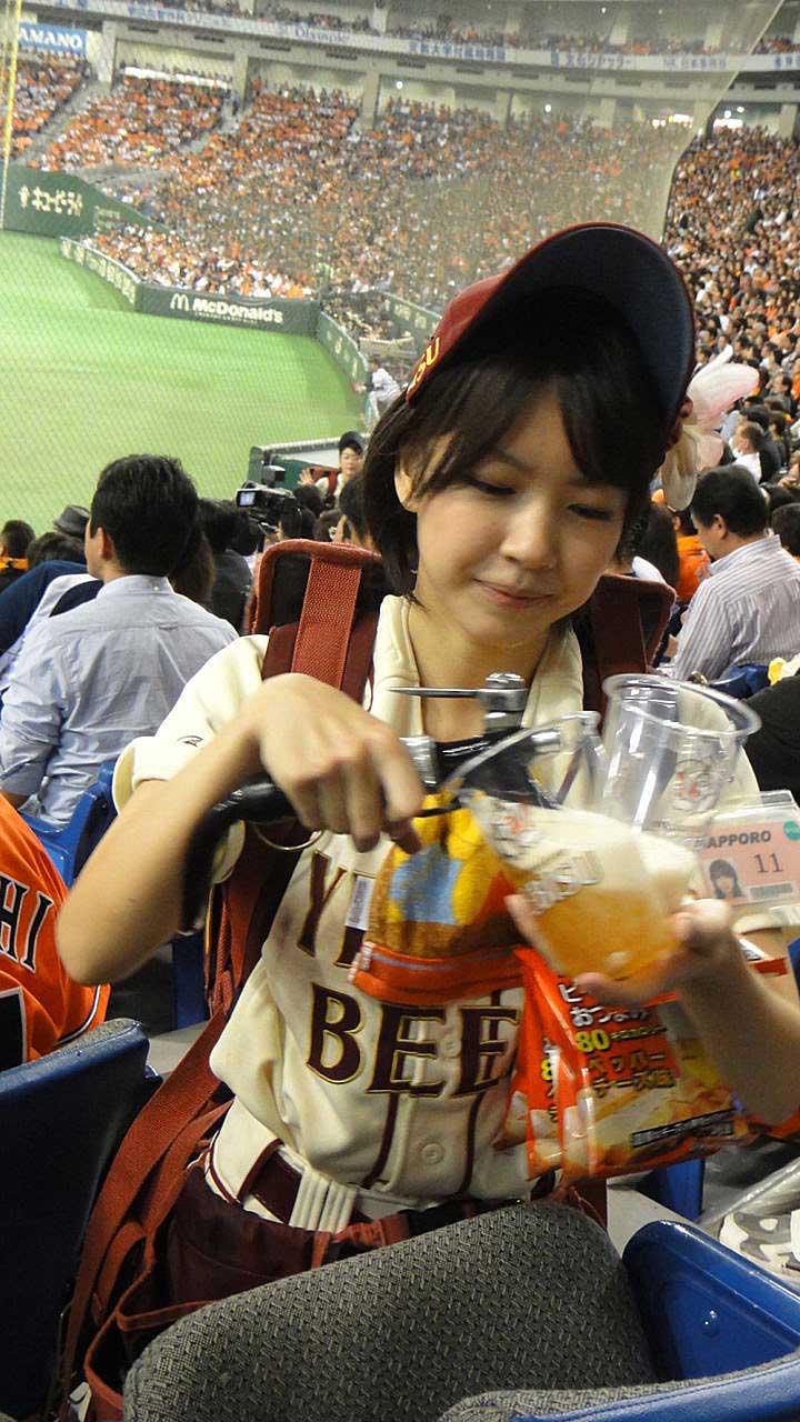 【アダルトビール売り子】ビール売り子がかわいすぎる!奇跡的にかわいいビール売り子の汗!ワキ!太もも!かわいすぎるビール売り子のセクシー画像集 45