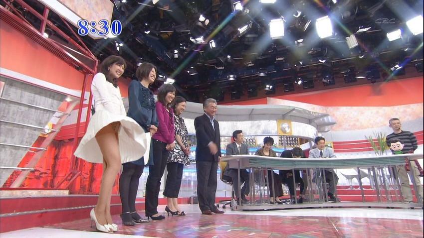 【女子アナエロ画像】番組中に起こった女子アナのパンチラ、胸チラ画像集!うきうきウォッチング感がハンパないです! 08