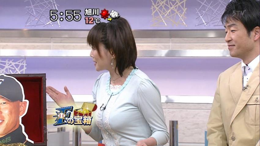 【女子アナエロ画像】番組中に起こった女子アナのパンチラ、胸チラ画像集!うきうきウォッチング感がハンパないです! 13