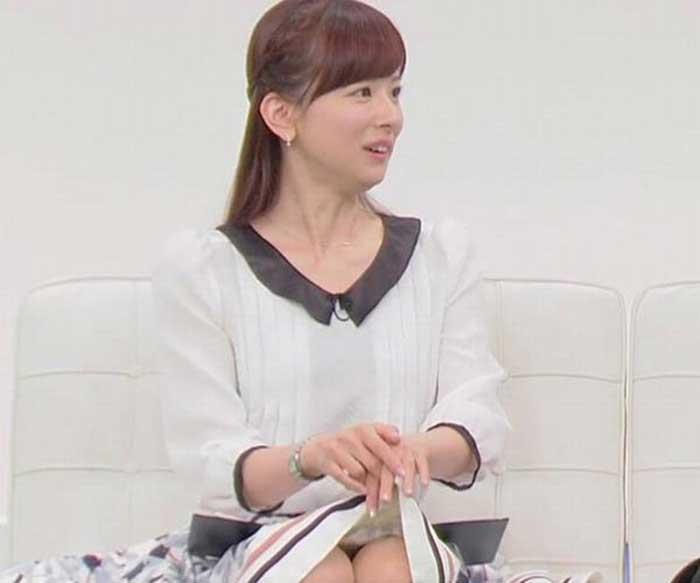 【女子アナエロ画像】番組中に起こった女子アナのパンチラ、胸チラ画像集!うきうきウォッチング感がハンパないです! 15