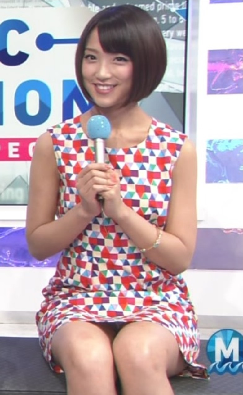 【女子アナエロ画像】番組中に起こった女子アナのパンチラ、胸チラ画像集!うきうきウォッチング感がハンパないです! 18