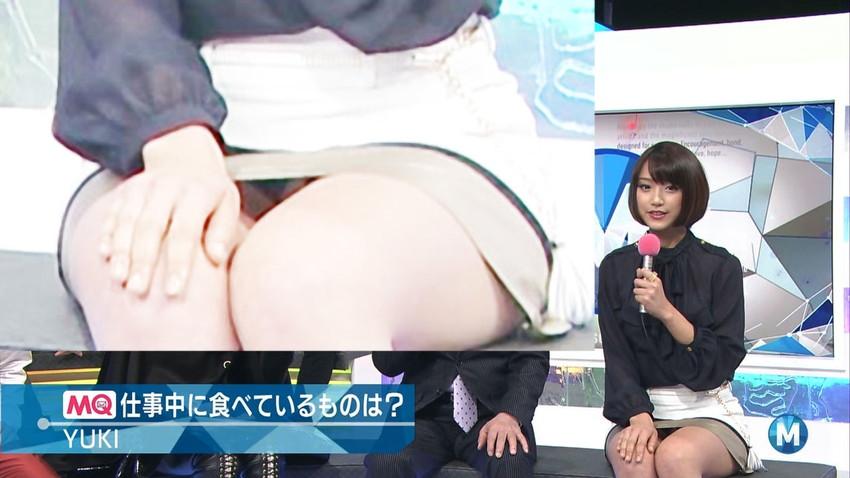 【女子アナエロ画像】番組中に起こった女子アナのパンチラ、胸チラ画像集!うきうきウォッチング感がハンパないです! 19