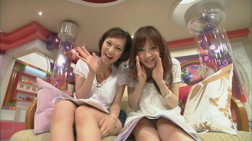 【女子アナエロ画像】番組中に起こった女子アナのパンチラ、胸チラ画像集!うきうきウォッチング感がハンパないです! 27
