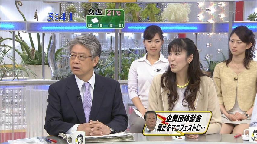 【女子アナエロ画像】番組中に起こった女子アナのパンチラ、胸チラ画像集!うきうきウォッチング感がハンパないです! 29
