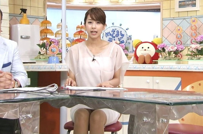 【女子アナエロ画像】番組中に起こった女子アナのパンチラ、胸チラ画像集!うきうきウォッチング感がハンパないです! 31