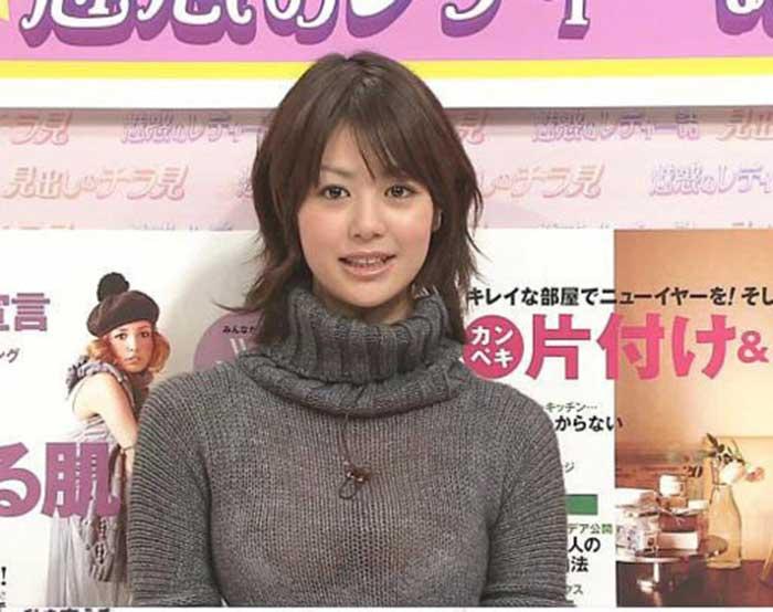 【女子アナエロ画像】番組中に起こった女子アナのパンチラ、胸チラ画像集!うきうきウォッチング感がハンパないです! 33